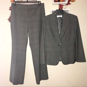 Tahari Arthur's Levine gray plaid dress suit 14